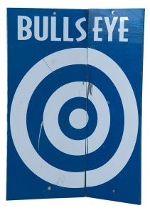 A blue sign with a white bulls-eye